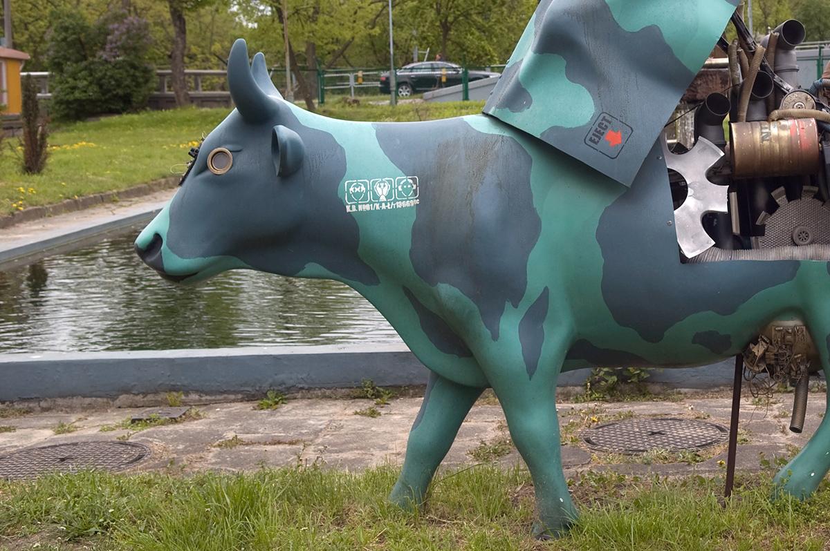 Zamiast tandentego balonu - mogła powstać seria artystycznych zajęcy. Takjak było kiedyśz krowami.
