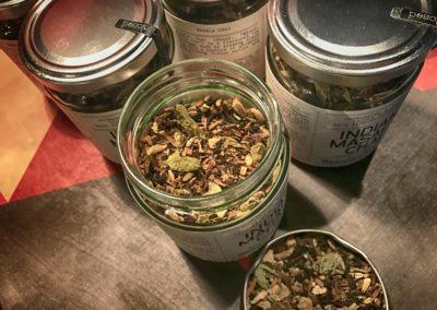 Bardzo dobra rozgrzewająca herbata, odwiedzający sklep są nią częstowani
