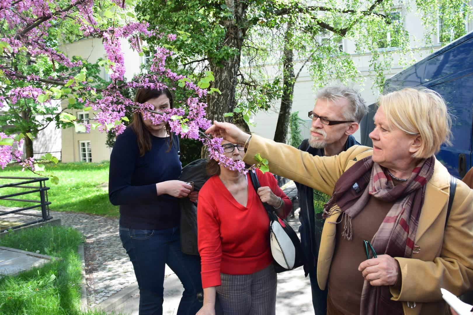 Barbara Siedlicka zczłonkami Towarzystwa Przyjaciół Warszawy, fot.Franciszek Trynka