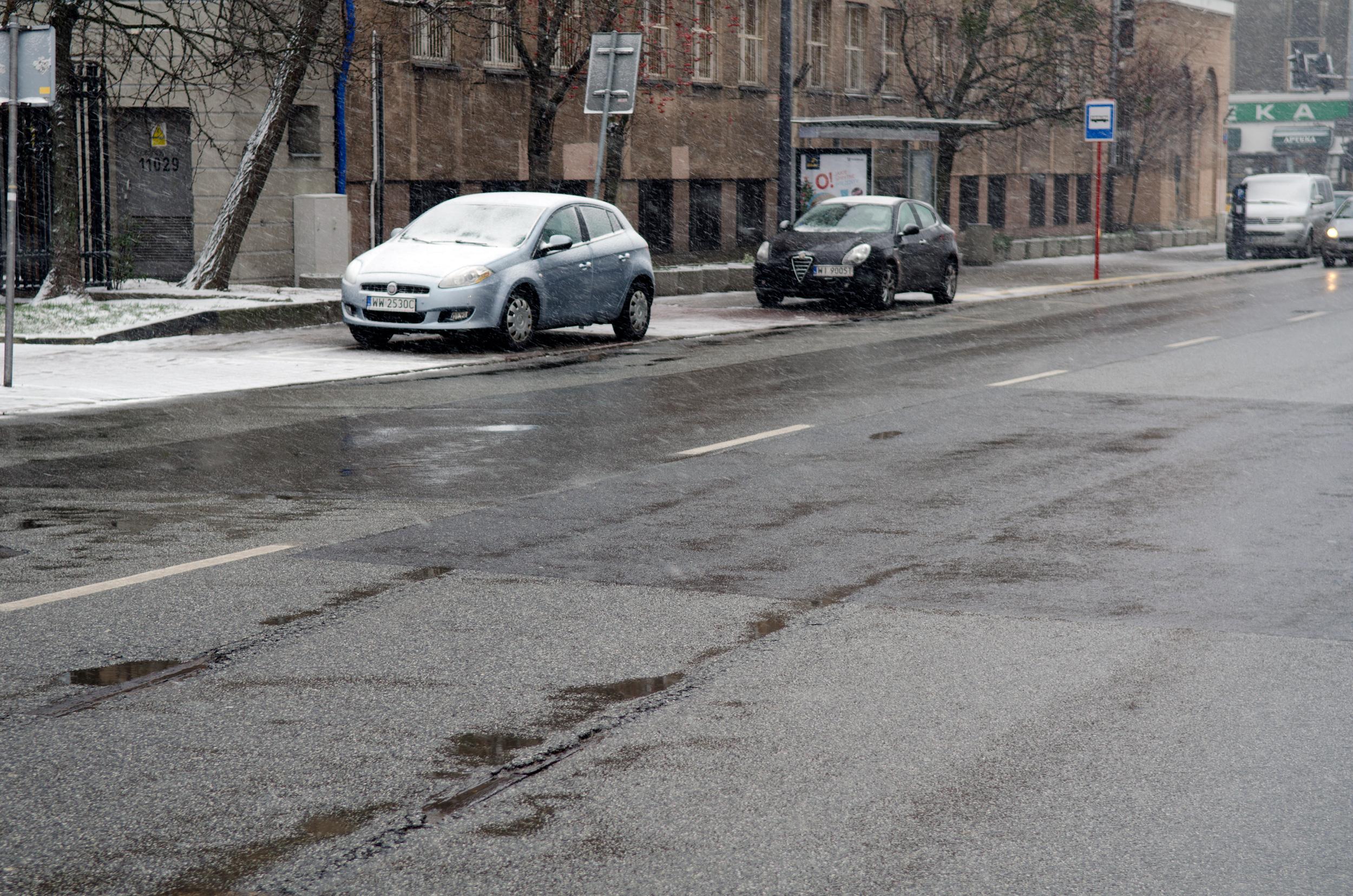 ul. Żelazna, widoczne tory tramwajowe nawysokości szpitala św.Zofii, fot.Jarek Zuzga