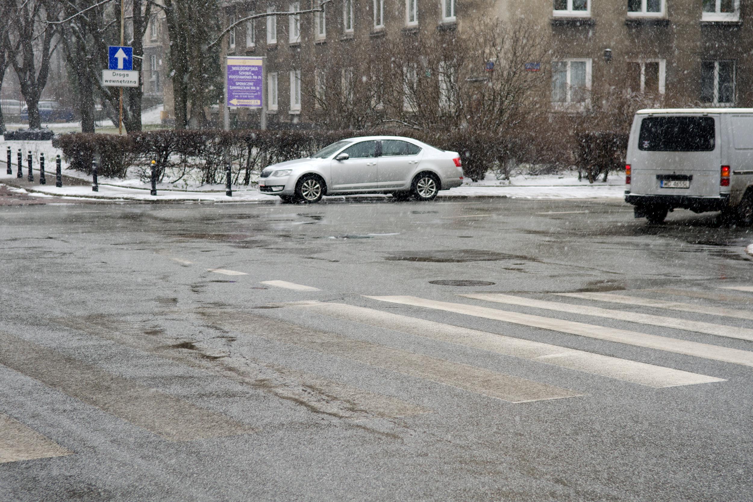 ul. Żelazna, róg Nowolipia, widoczny zakręt torów tramwajowe nawysokości szpitala św.Zofii, fot.Jarek Zuzga