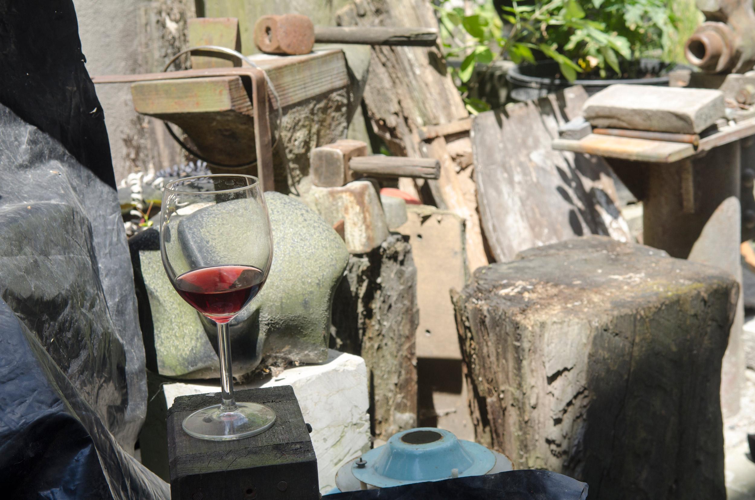 Wino, które pan Zbigniew sam robił iczęstował swoich gości