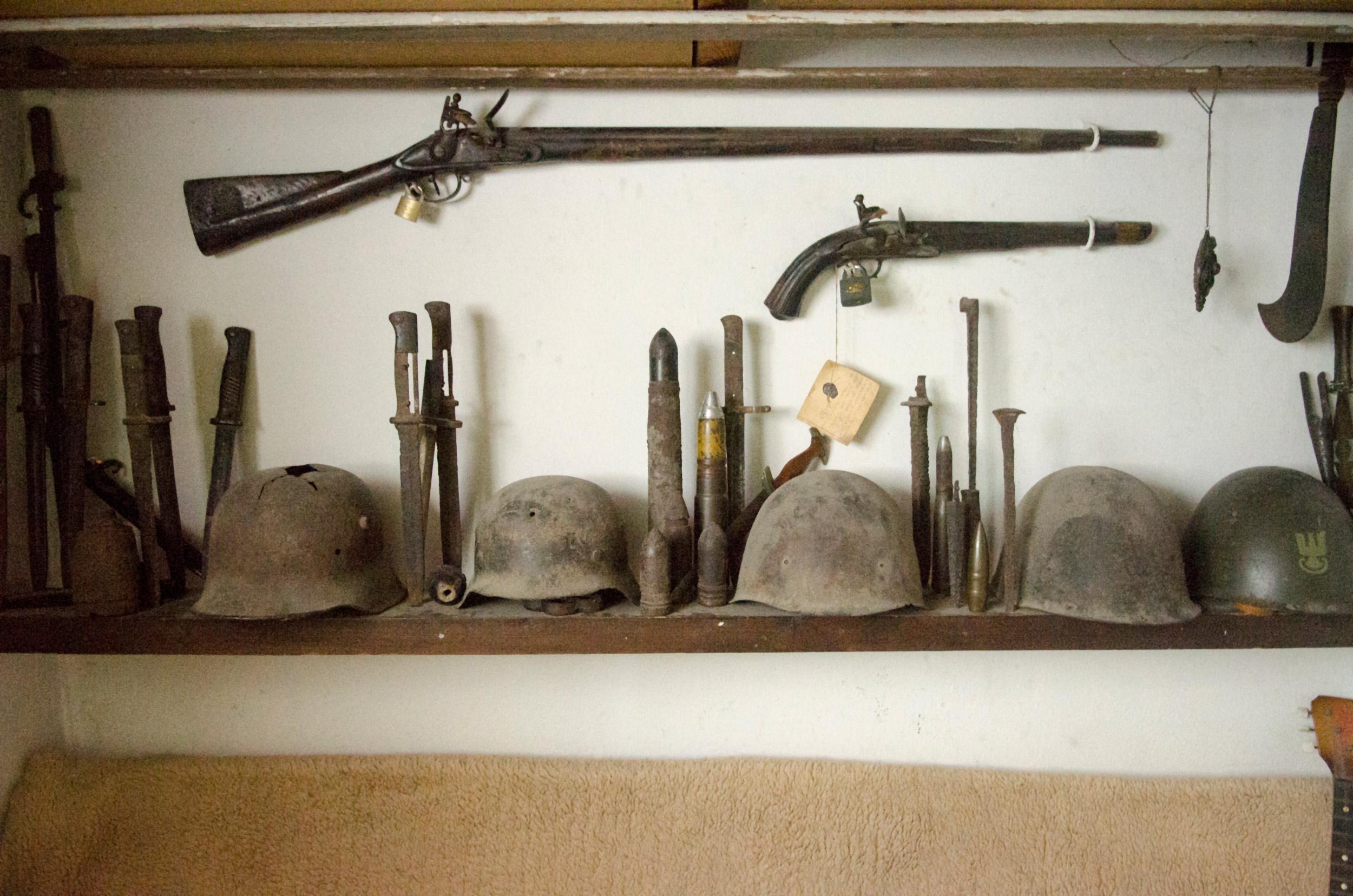 Kolekcja militariów, m.in.pamiątek zWileńszczyzny
