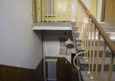 Zdobiona balustrada schodów napiętro