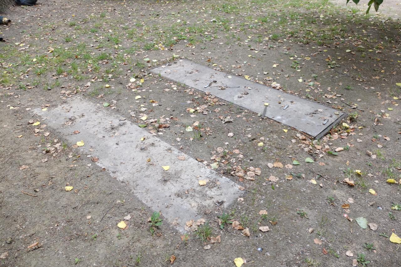 Betonowe wylewki (ślad pokanale?) napodwórku przy ul.Wolność 2