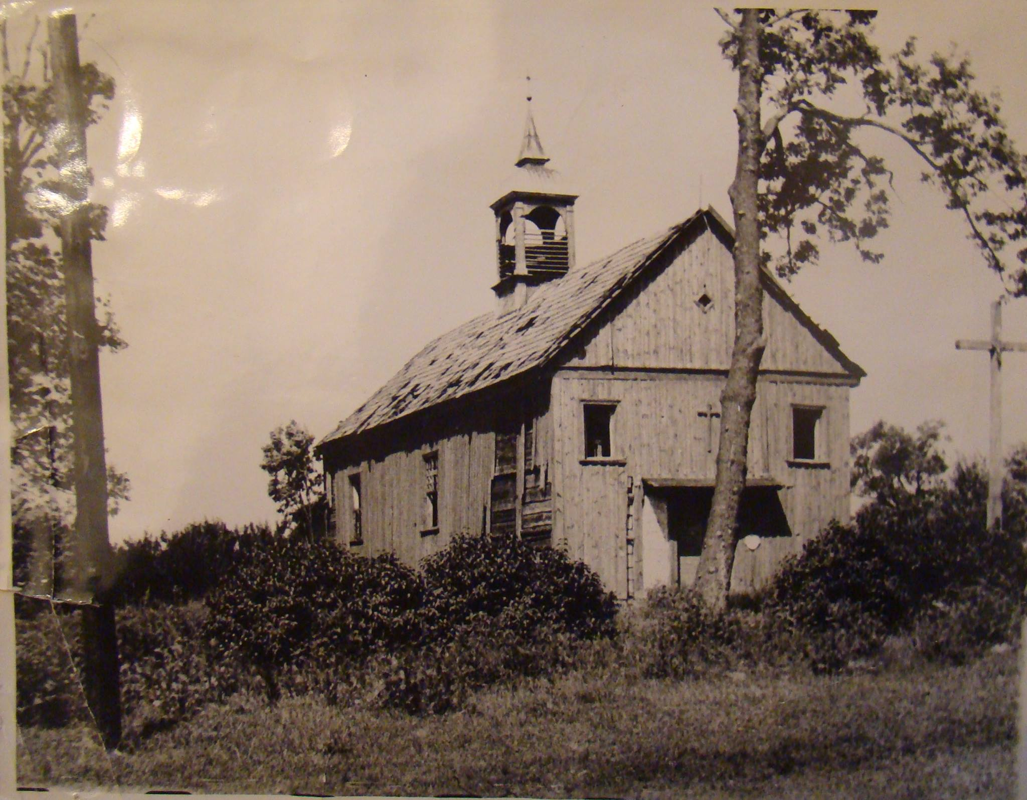 Kościół św.Michała Archanioła poII wojnie światowej. Zdjęcie zezbiorów kancelarii parafii.