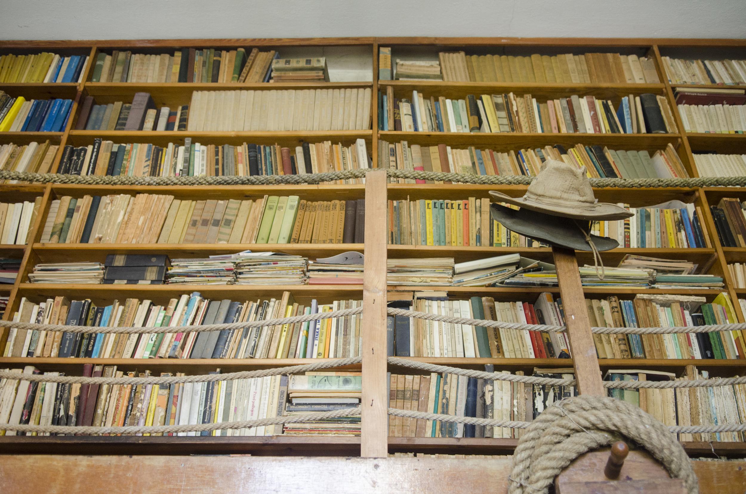W pracowni Zbigniewa Maleszewskiego - biblioteka