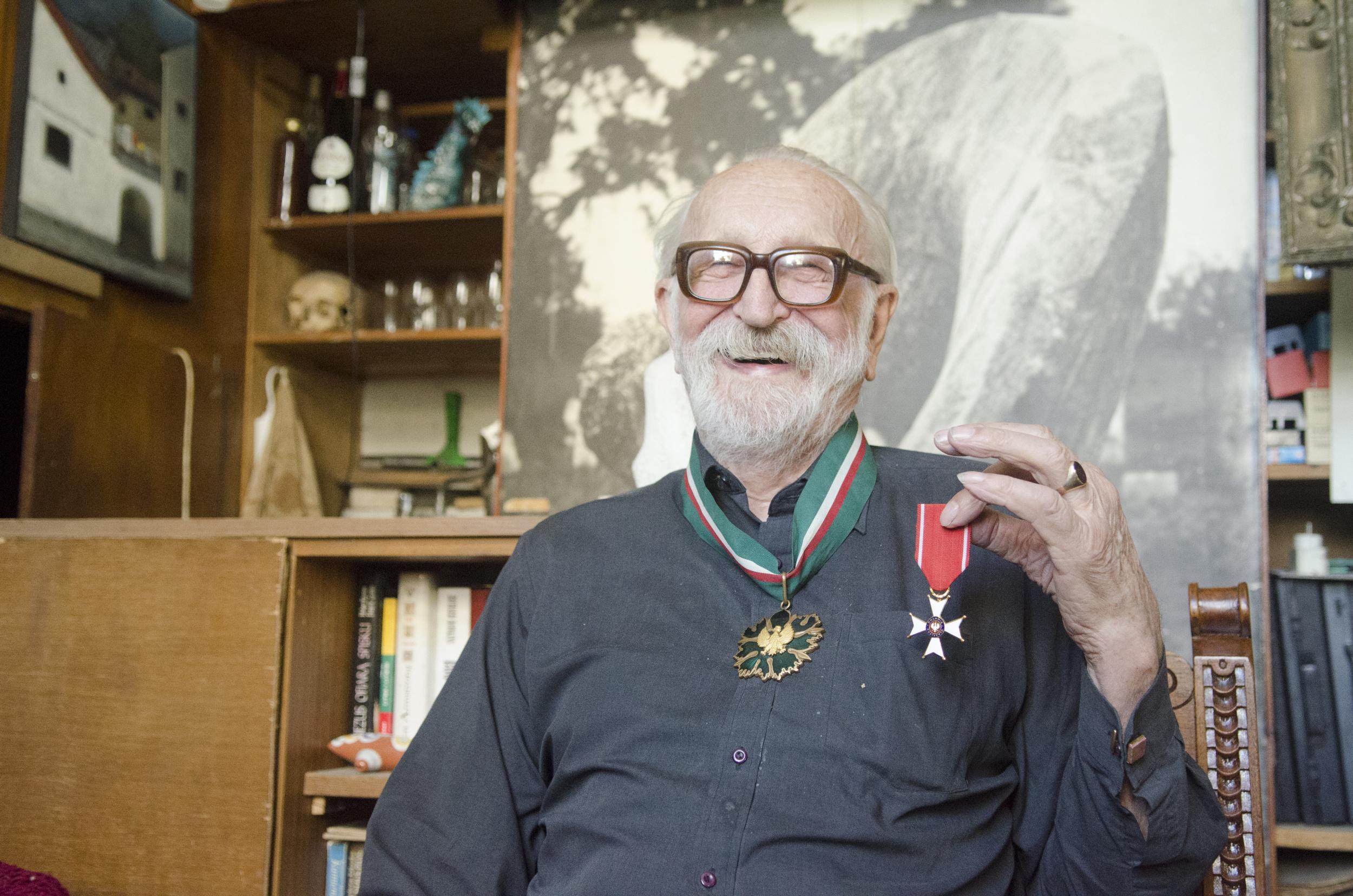 Zbigniew Maleszewski odznaczony został m.in.Krzyżem Kawalerskim Orderu Odrodzenia Polski orazzłotym medalem Gloria Artis