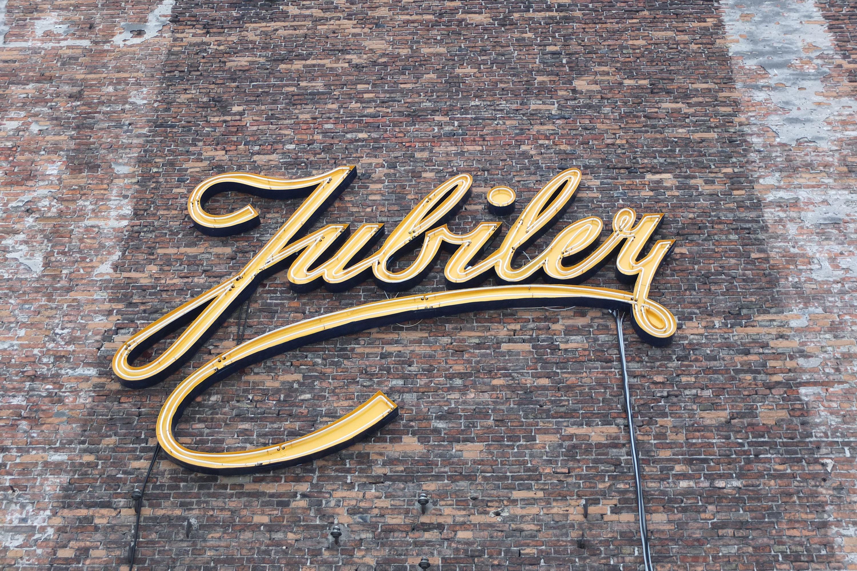 Neon Jubiler wkolekcji Muzeum Neonów, naterenie SOHO naKamionku, fot.Jarek Zuzga